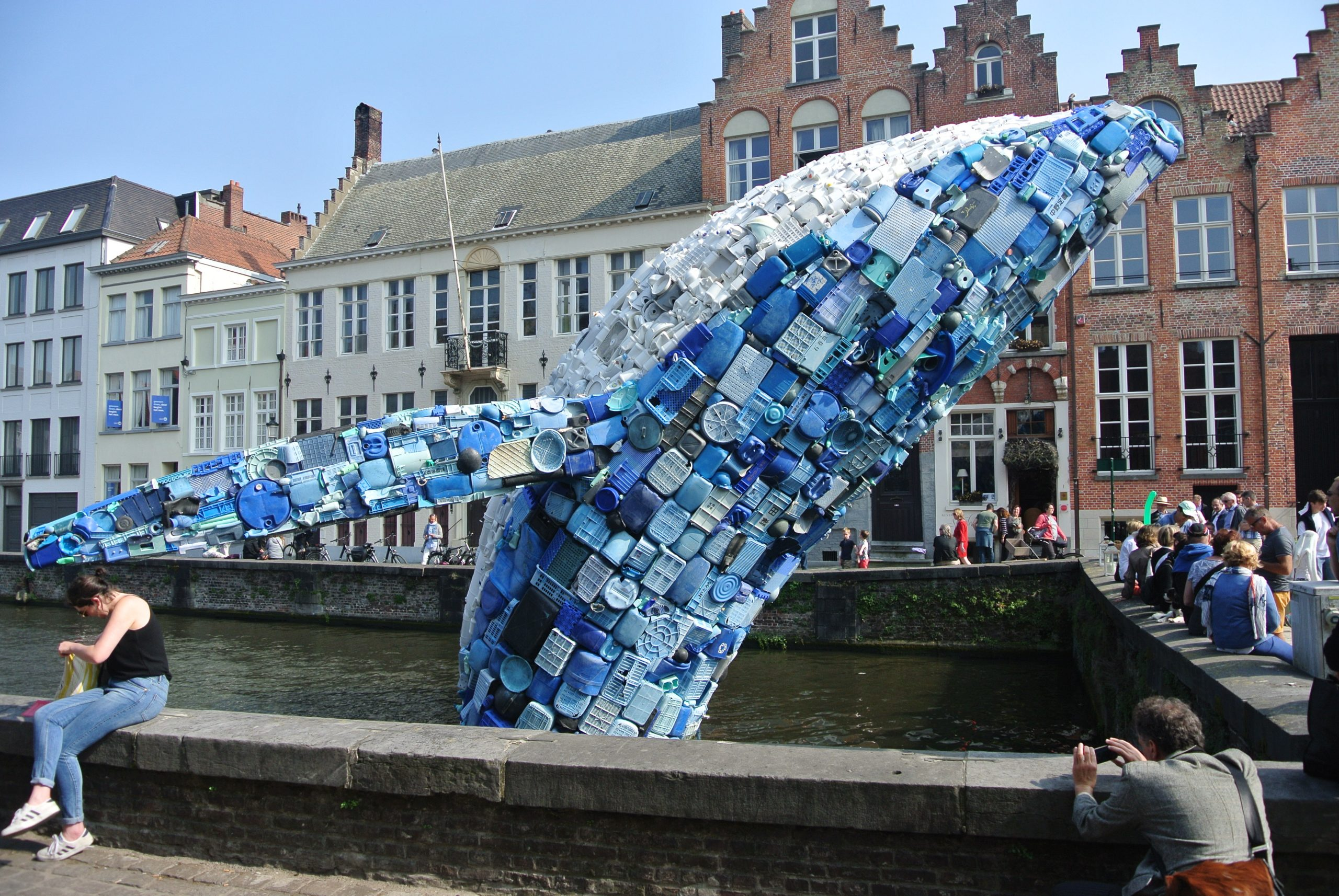 Skyscraper / the Bruges Whale : Photo by Juliamaud